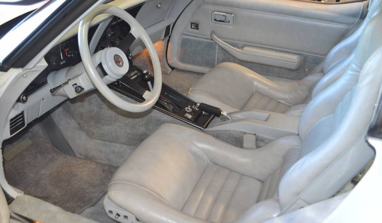 1982 white silver corvette coupe 17