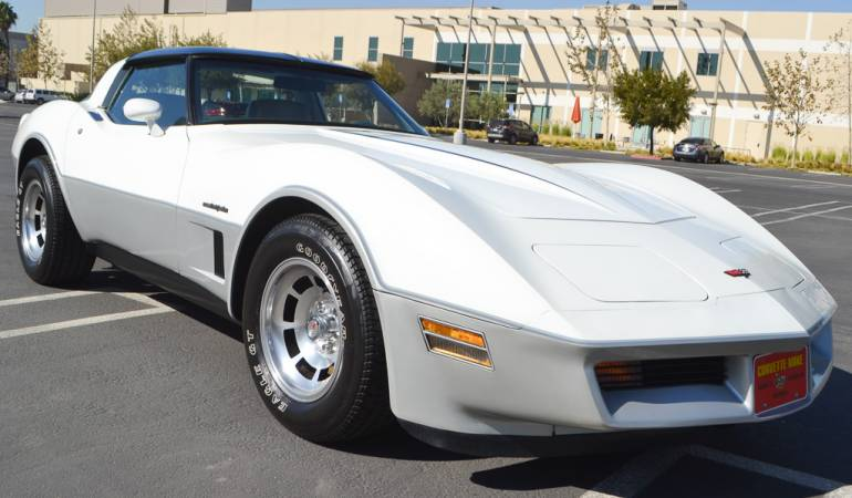 1982 white silver corvette coupe 5